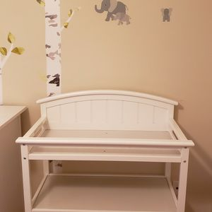 Changing Table - Graco - Dressing Table for Sale in Monroe Township, NJ