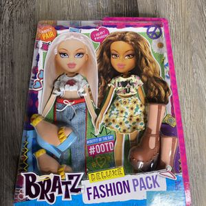 2015 Bratz Deluxe Fashion Pack Style 1: Yasmin and Cloe Clothes And Shoes NEW for Sale in Charlotte, NC