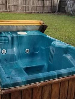 2 Person Hot Tub for Sale in Port St. Lucie,  FL
