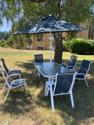 Glass Patio Table w/umbrella and 6 chairs for Sale in Auburn, WA