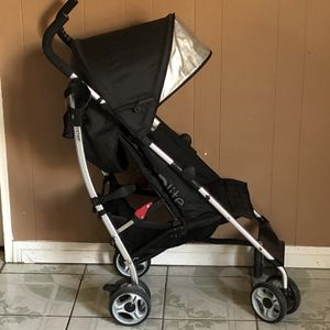 PRACTICALLY NEW SUMMER 3D LITE STROLLER WITH CUP HOLDER for Sale in Jurupa Valley, CA