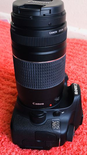Canon EOS 70D Digital SLR Camera with 75-300mm iii lens for Sale in Garden Grove, CA