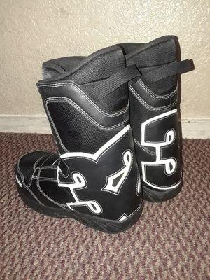 ThirtyTwo Kid Snow boots(Twist Tie) (size:5) for Sale in Glendale, AZ