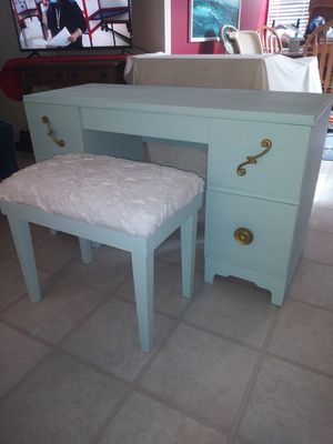 ANTIQUE MID CENTURY DESK/VANITY WITH STOOL/SUPER COOL & RARE FIND for Sale in Holiday, FL