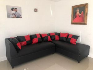 Forniture selectional with pillows. Brand New for Sale in Miami Gardens, FL