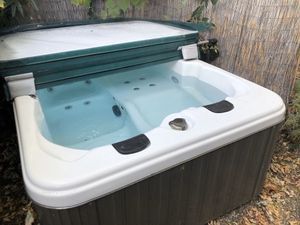 3 person Hot Tub for Sale in Mountain View, CA