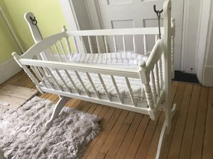 Swinging baby bassinet crib for Sale in Cambridge, MA