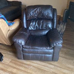 Leather Recliner for Sale in Ridgefield,  WA