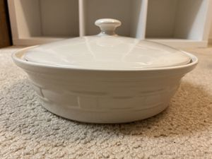 2Qt. Covered Casserole Longaberger Pottery for Sale in La Habra, CA