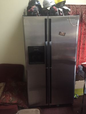 Frigidaire Side-by-side freezer refrigerator with ice and water in front door everything works as it should $300 for Sale in Estill Springs, TN