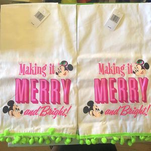 Disney Mickey And Minnie Christmas Hand Towels for Sale in Fontana, CA
