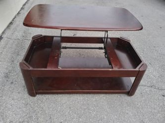 Lift top coffee table for Sale in Nashville,  TN