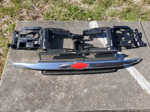 03-06 chevy trailblazer grill and trim with emplem for Sale in Hudson, FL