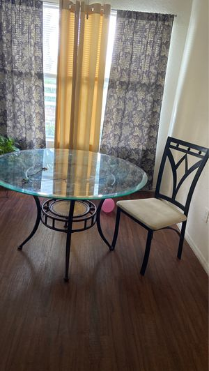 Dining room set table and 4 chairs for Sale in Winter Garden, FL