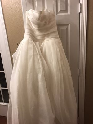 Vera wang size 8-12 wedding dress for Sale in Arlington, TX