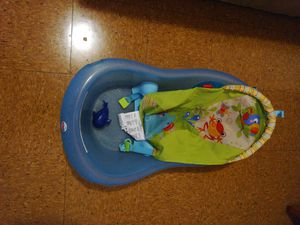 Baby bathtub with a swimming fish toy for Sale in Columbus, OH