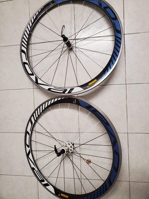 SELLING ROVAL RAPIDE CARBON CLINCHERS. for Sale in Los Angeles, CA
