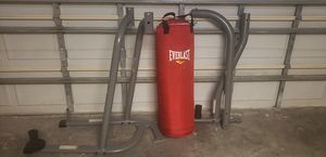 Everlast punching bag and stand for Sale in Kissimmee, FL