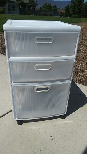 2 pairs Plastic 3 drawers, rolling for Sale in Soledad, CA