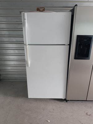 Kenmore refrigerator top and bottom for Sale in Las Vegas, NV