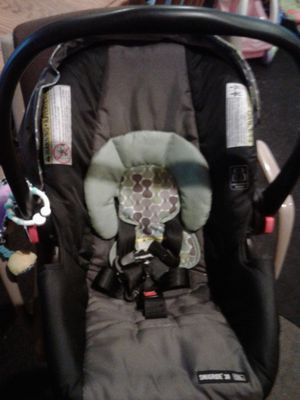 Car seat with base for Sale in Beloit, WI