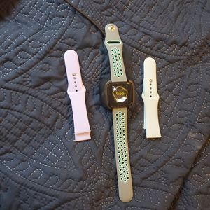 Fitbit Versa for Sale in New Braunfels, TX
