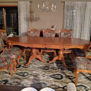 Oak dining set with Hutch for Sale in Saratoga Springs, NY