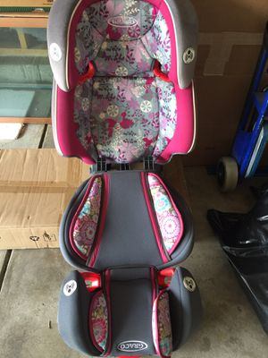 Graco car seat complete seat with booster for Sale in Colorado Springs, CO