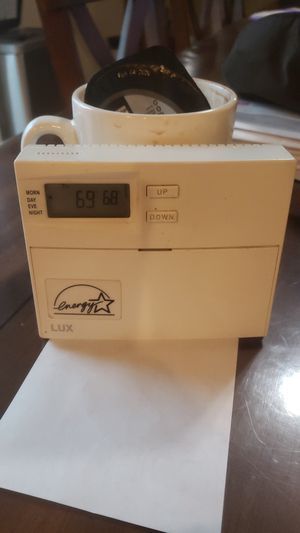 Programmable thermostat heat,cooling for Sale in Kent, WA