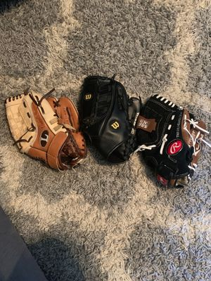 Baseball gloves for Sale in Modesto, CA