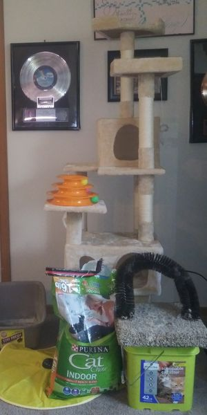 CAT STARTER KIT!!! Cat tree, Liter, Cat food, two toys, Back scratcher, litter box for Sale in Pittsburgh, PA