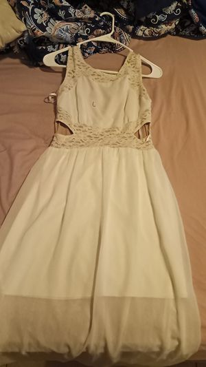 Pretty long white dress for Sale in Auburndale, FL