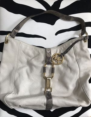 Michael Kors white leather hobo bag for Sale in Northbrook, IL