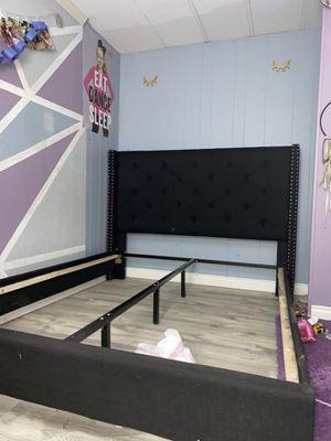Full/Queen Bedframe for Sale in Yelm, WA