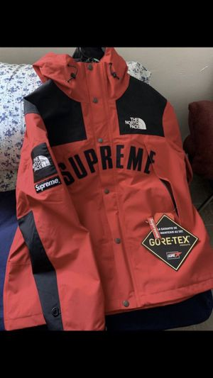 Supreme X The North Face Parka for Sale in Los Angeles, CA