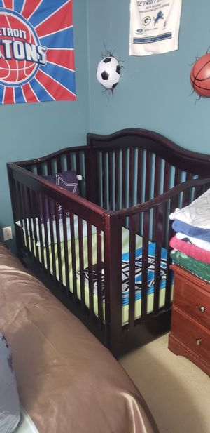 Baby Crib & Changing Table for Sale in Dearborn Heights, MI