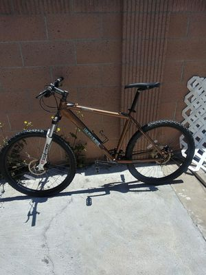Iron Horse warrior mountain bike size 19.5 for Sale in Santa Ana, CA