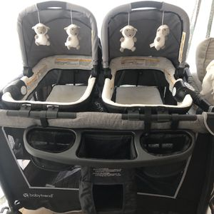Twin Pack And play With 2 Bassinets And Changing table for Sale in Costa Mesa, CA