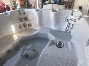 6 person Hot Tub for Sale in Fort Worth, TX