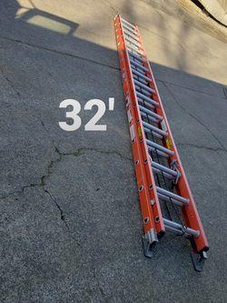 Werner 32 Ft Fiberglass Ladder (type 1A-300#) for Sale in Clackamas,  OR