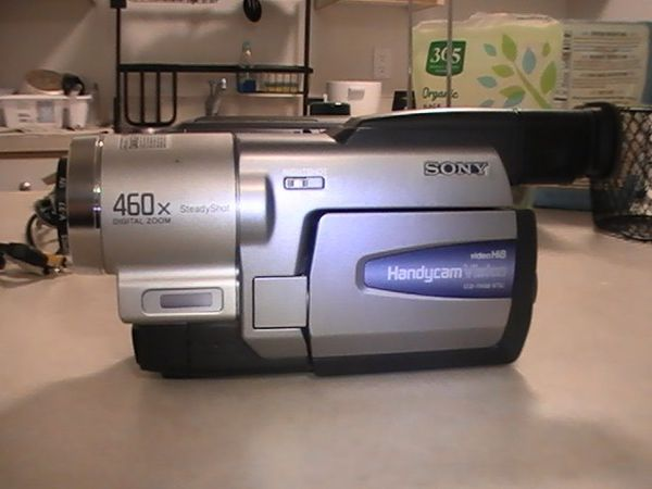 Sony Handycam CCD-TRV68 Hi8 Camcorder (Bundle) - Great Condition - Fully TESTED