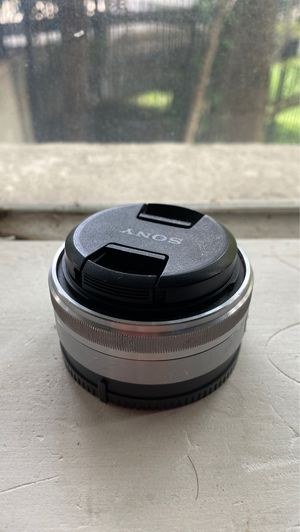 Sony 16mm f2.8 - Light Use for Sale in Dallas, TX