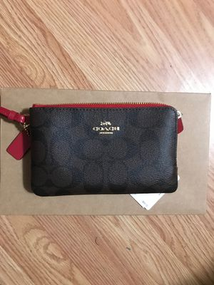 Coach clutch / small purse / wallet for Sale in Washington, DC