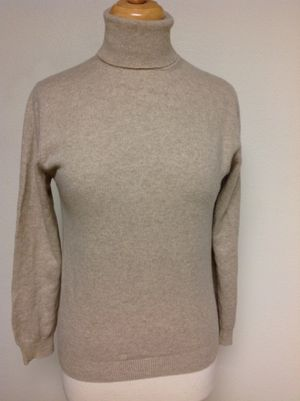 Beautiful extra soft all Cashmere Heather Beige turtleneck sweater, Excellent no problems for Sale in Poulsbo, WA