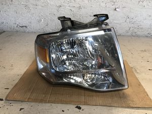 Ford expedition 2007-2013 headlight Used oem for Sale in Houston, TX