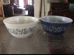 (2) Pyrex Vintage nesting bowls Excellent Condition for Sale in West Park, FL