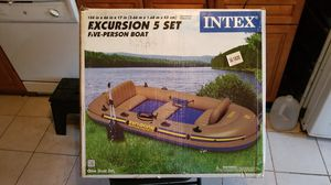 Intel Excursion 5 set 5 person inflatable boat for Sale in Montrose, NY