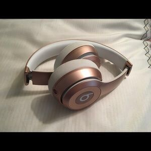 Beats solo 3 rose gold for Sale in San Diego, CA