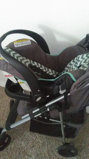 Unisex stroller and carrier for Sale in Eastman, GA