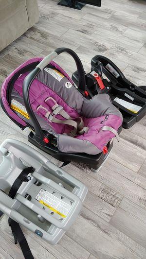 Graco click connect car seat system with 3 bases for Sale in TN OF TONA, NY